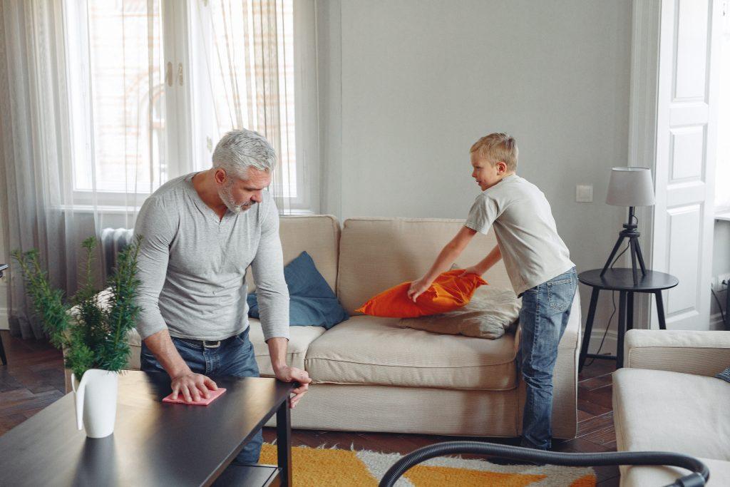 tutti possono collaborare con le pulizie domestiche
